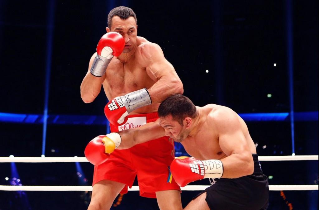 Klitschko-floors-Pulev-9-1024x674 Кличко нокаутировал болгарина в 5-м раунде (ФОТО, видео)