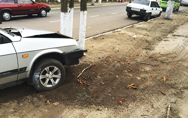 dtp-izmail-vaz-renault-4 Очередное ДТП в Измаиле. Серьезно пострадала девушка-водитель (фото)