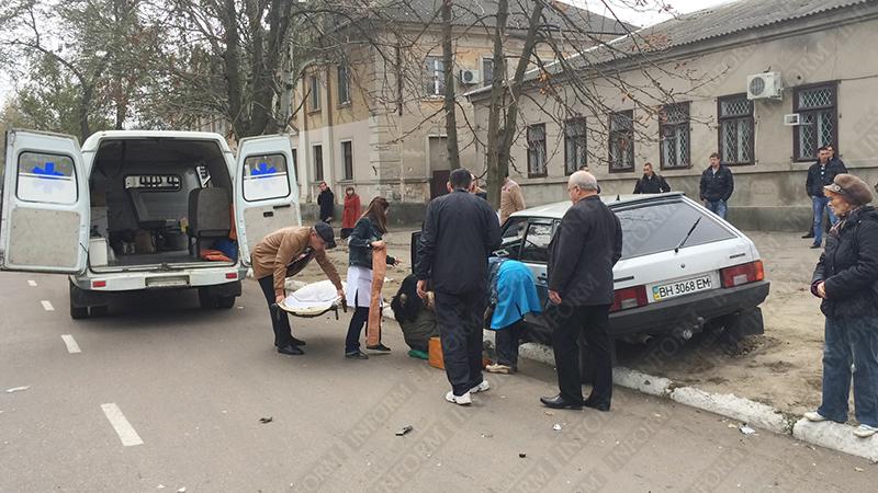 dtp-izmail-vaz-renault-6 Очередное ДТП в Измаиле. Серьезно пострадала девушка-водитель (фото)