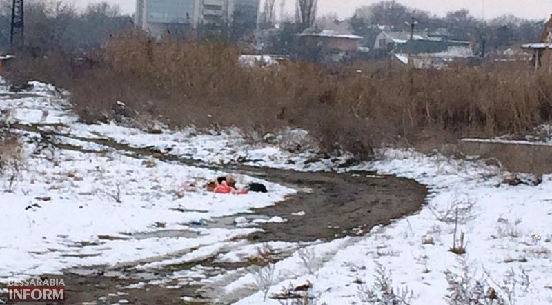 """mysor-na-lebyajem-3 Измаил: """"хулиганы"""" превратили озеро Лебяжье в мусорку, власть бездействует (фото)"""