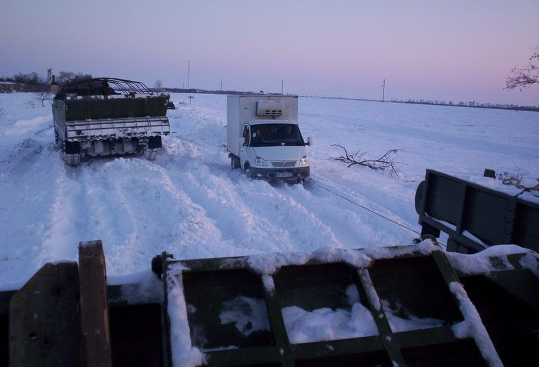 Военные продолжают расчищать дороги в Одесской области (фото)