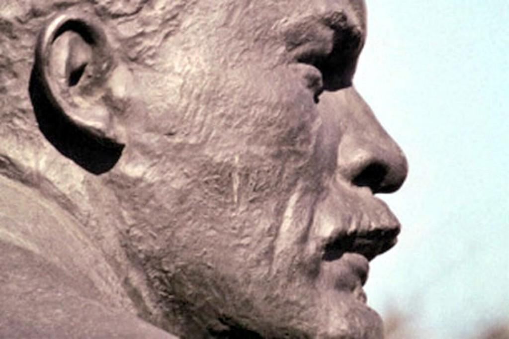 В Болградском районе снесли и украли голову Ленина