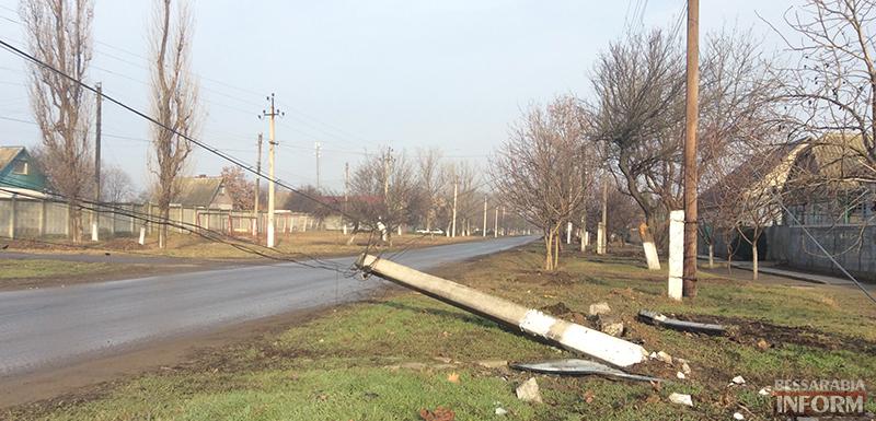 ДТП в Измаиле: Жигуленок снес столб (ФОТО)