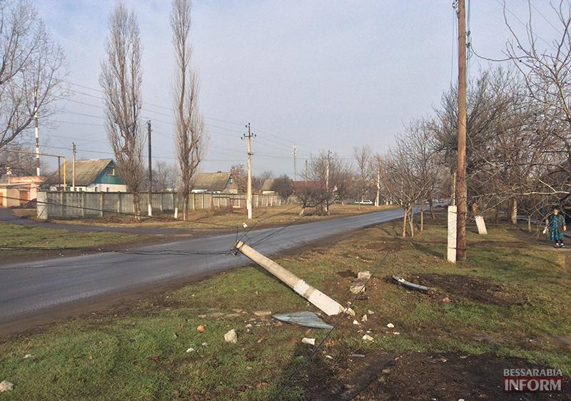 dtp-na-sovetskoi-6 ДТП в Измаиле: Жигуленок снес столб (ФОТО)