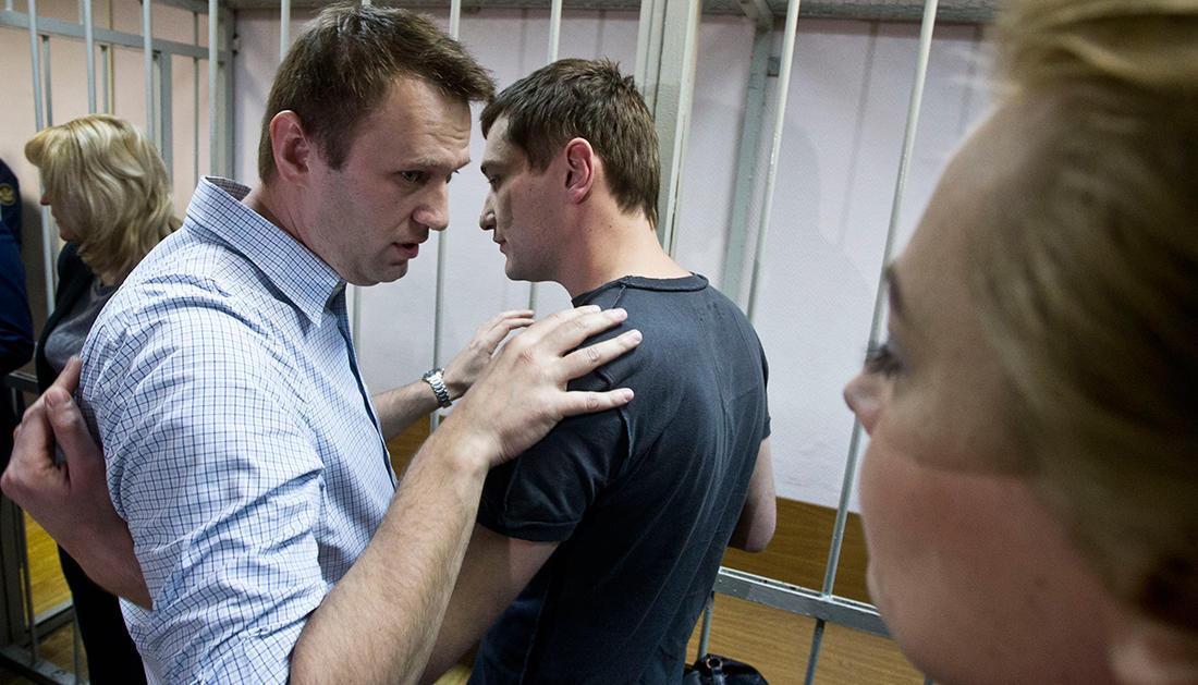 РФ. Навальному дали условный срок, а брату реальный