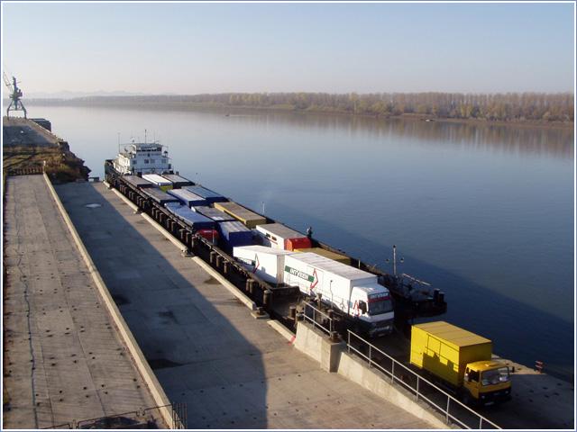 Паромная переправа через Дунай - и снова не в этом году