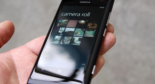 1-телефон-мобилка-в-руке-нокиа Измаильчанин вырвал телефон у несовершеннолетнего