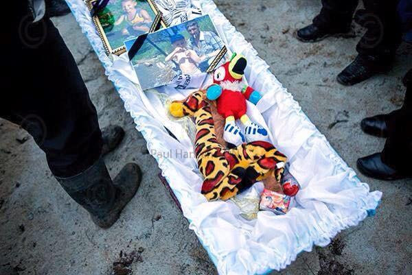 10247319_801715269901613_3105715445793421984_n Фото дня: Мариуполь хоронит погибших от рук террористов РФ (фото,видео 18+)