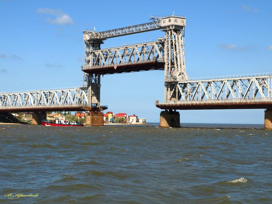36567177 Мост в Затоке под усиленной охраной