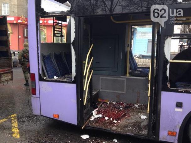 384635065 Жестоко расстрелян тролейбус в Донецке, есть погибшие (фото, видео 18+)