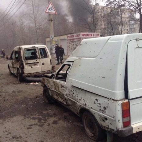 Российские террористы обстреляли Мариуполь. Погибло 30 человек (фото+видео 18+)