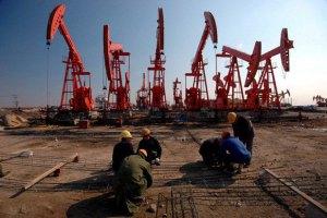 Нефть подешевела до самого низкого уровня за 5,5 лет, а топливо нет!