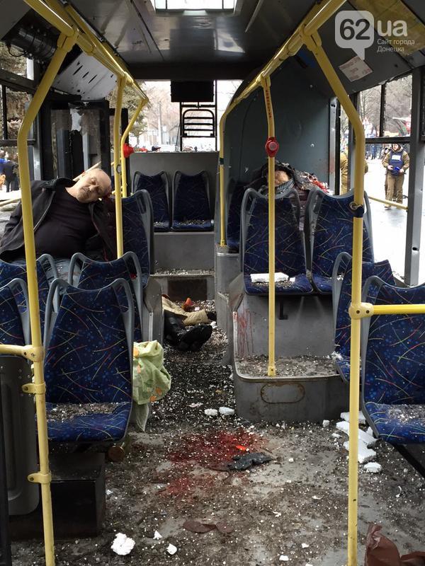 Жестоко расстрелян тролейбус в Донецке, есть погибшие (фото, видео 18+)