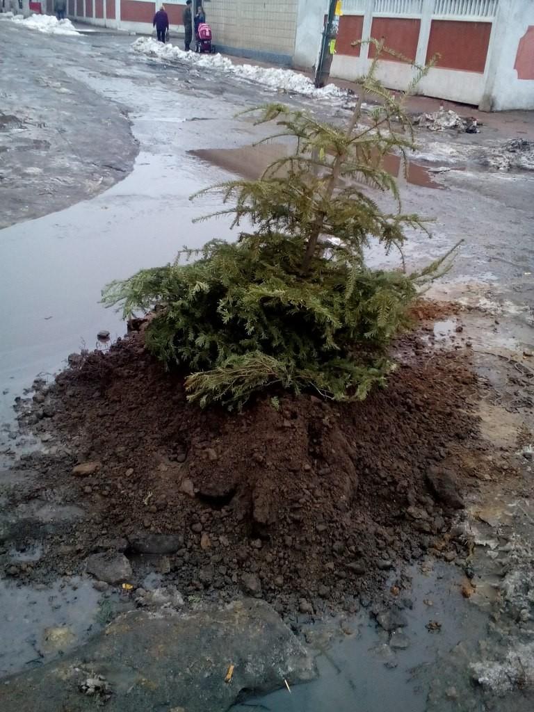 ФОТОфакт: в Аккермане постновогодний ремонт ям