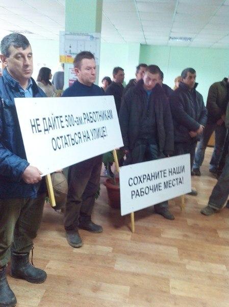 "7rnWddh2G5I Измаил: рабочие ""Бессарабия В"" в ожидании сокращений (фото)"