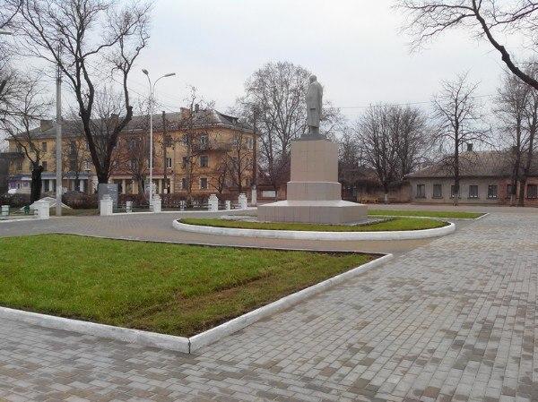 Возле памятника Шевченко снова побывали вандалы (фото)