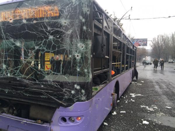 bb9f8a8ab8fdc04a1174164f36faf6f7 Жестоко расстрелян тролейбус в Донецке, есть погибшие (фото, видео 18+)