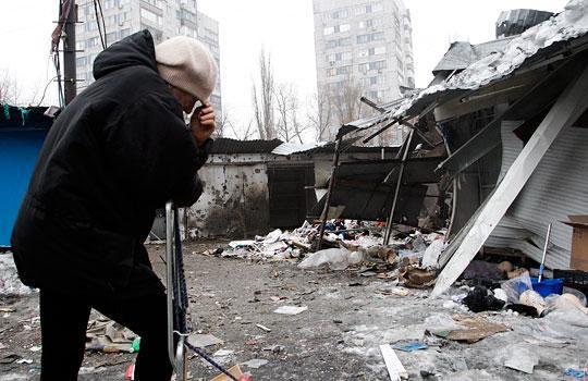 c839b1575ccff992e9f255b7792003fe Жестоко расстрелян тролейбус в Донецке, есть погибшие (фото, видео 18+)