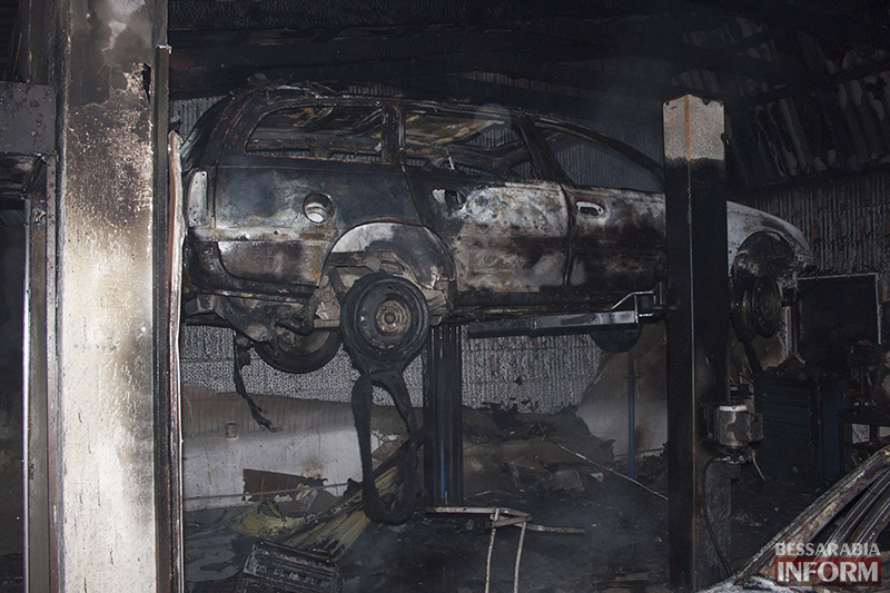 Ночной пожар в Измаиле - сгорело СТО (фото, обновлено)