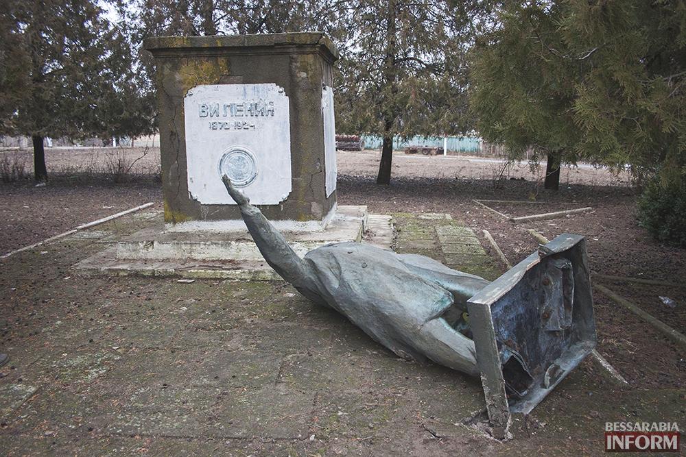 """Ленинопад приближается к Измаилу? - """"вождь"""" упал и в Сафьянах (ФОТО)"""