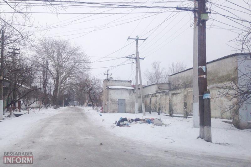 В Килие кучи мусора лежат прямо в городе (фото)