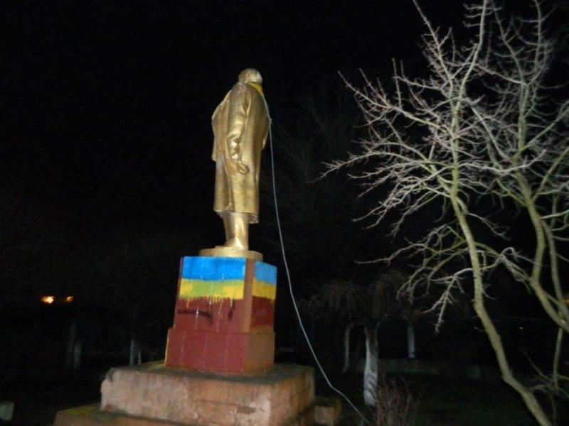 Минус один -  в Шабо Ленин остался без головы (фото)