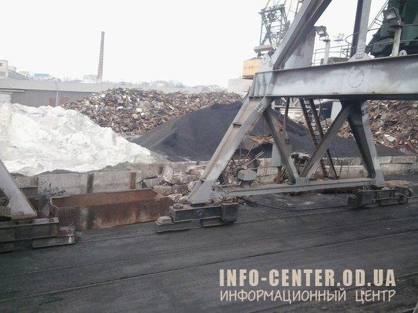 1424610720_spoywo05m6u Одесские моряки сообщают, что из Украины вывозят уголь: (фото)