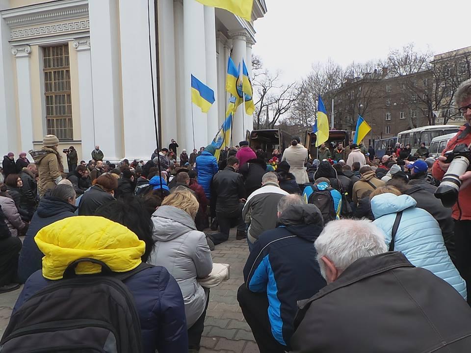 Одесса на коленях прощалась с погибшими на Донбассе бойцами