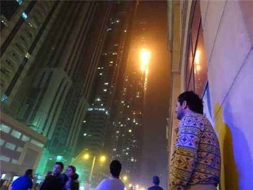 7ce5e527d867 В Дубае горит один из самых высоких жилых комплексов «Факел» (фото,видео)