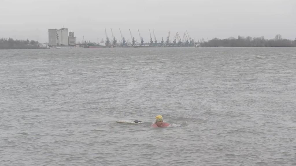 DSCN8179.MOV_000475229-1024x576 Как измаильские моржи зиму провожали (фото)