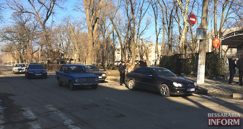 "dtp_izmail-mers-vaz-1 ДТП в Измаиле: На проспекте Суворова ""99-ка"" догнала ""Mercedes"" (фото)"