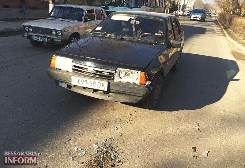 "dtp_izmail-mers-vaz-2 ДТП в Измаиле: На проспекте Суворова ""99-ка"" догнала ""Mercedes"" (фото)"