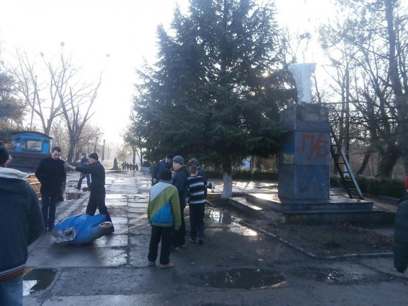 В Арцизе от Ленина остались только ноги (фото)
