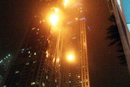 pic_138dfcc373576573a7d4c3155629becc В Дубае горит один из самых высоких жилых комплексов «Факел» (фото,видео)