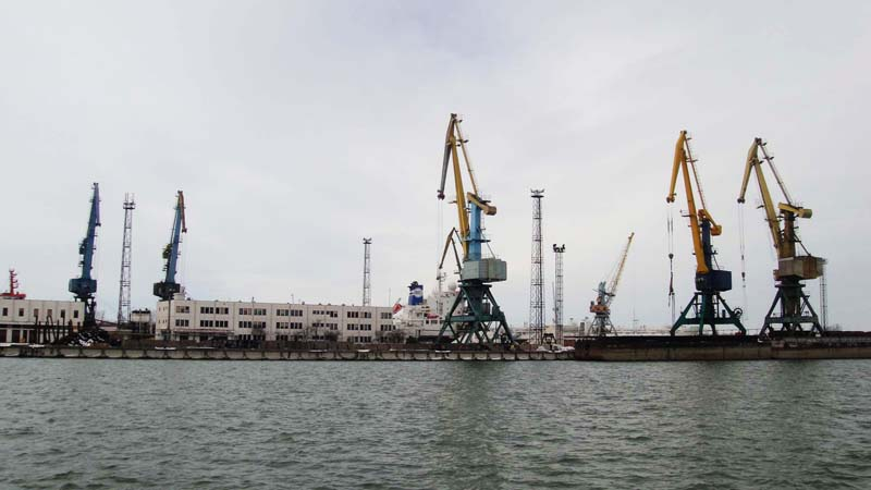 Работникам Ренийского порта сократят зарплату на 50%