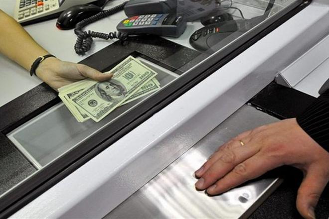 В Украине начали взымать военный сбор при обмене валют