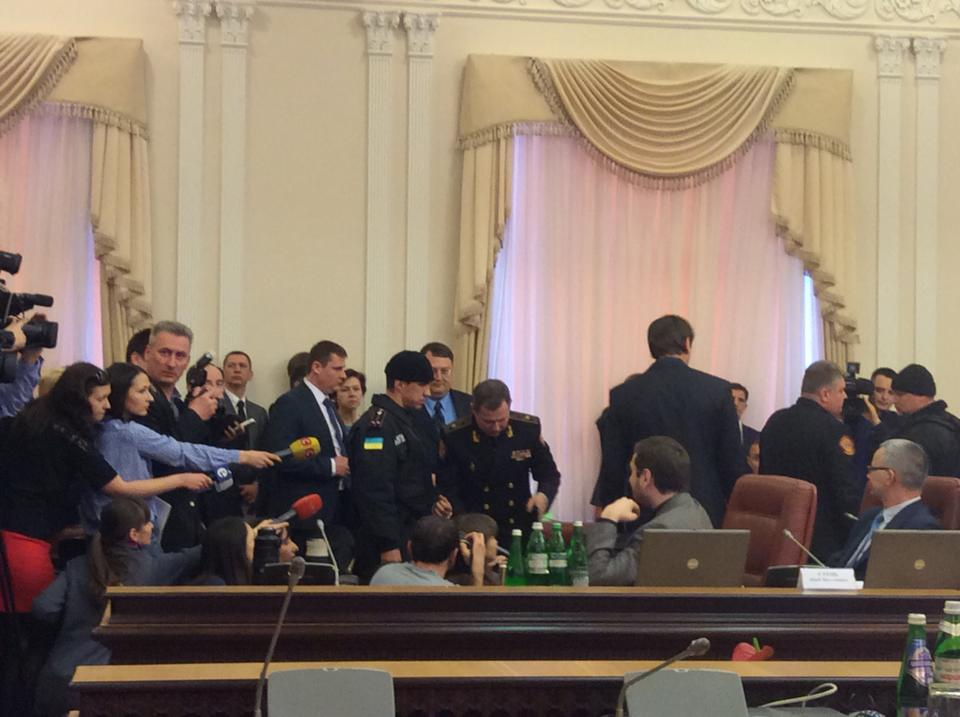Во время заседания Кабмина задержали главу ГСЧС (фото, видео)