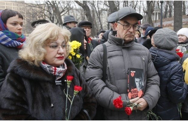 620_400_1425370058-3890 В Москве сегодня попрощались с Борисом Немцовым (фото)