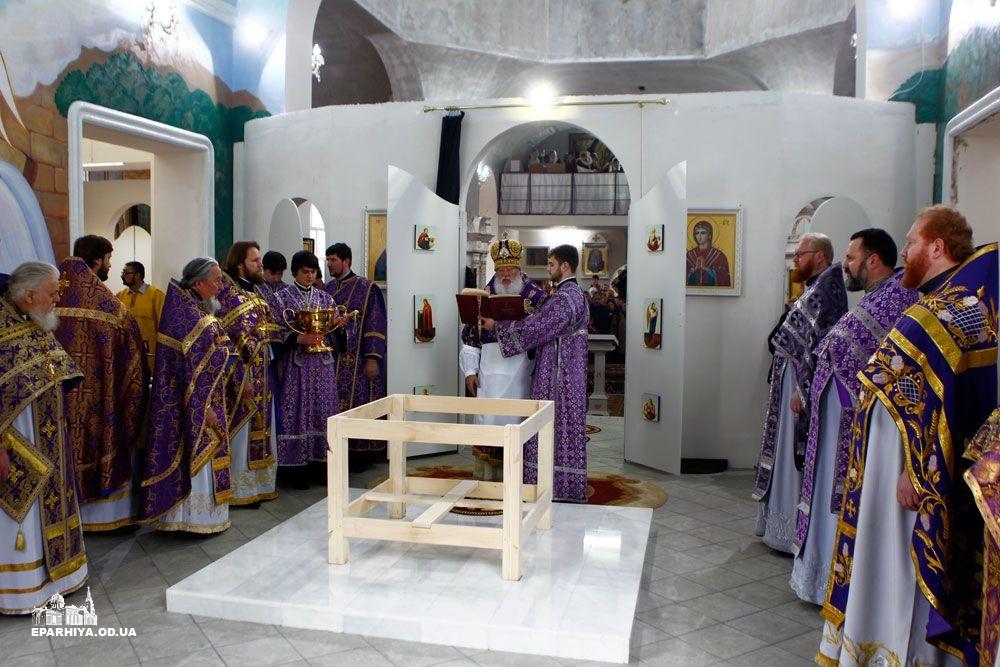73O9463 Б.-Днестровский: митрополит Агафангел освятил новый храм(фото)