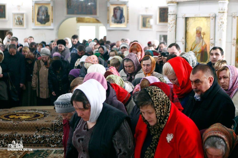 73O9643 Б.-Днестровский: митрополит Агафангел освятил новый храм(фото)