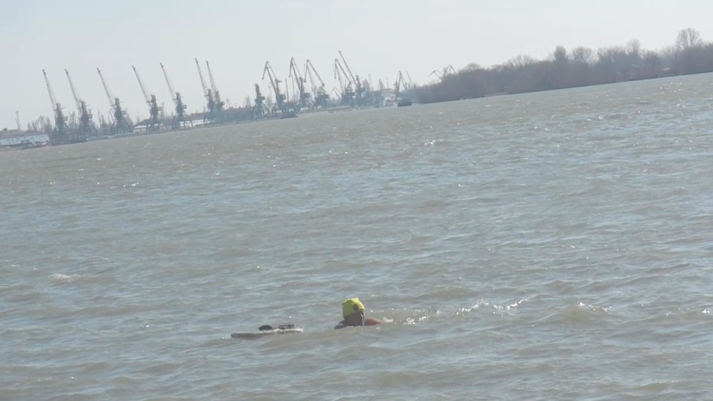 DSCN8174.MOV_000171832-1024x576 Моржи провели мастер-класс на берегу Дуная (фото)