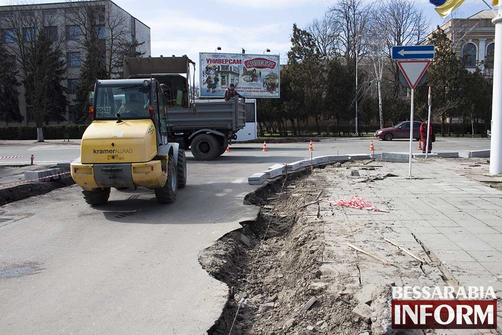 В Измаиле меняют бордюры, а лучше бы дороги (фото)