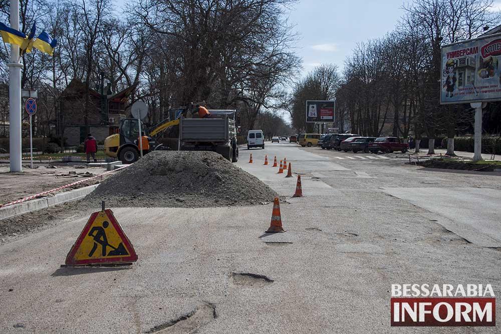 IMG_0946 В Измаиле меняют бордюры, а лучше бы дороги (фото)
