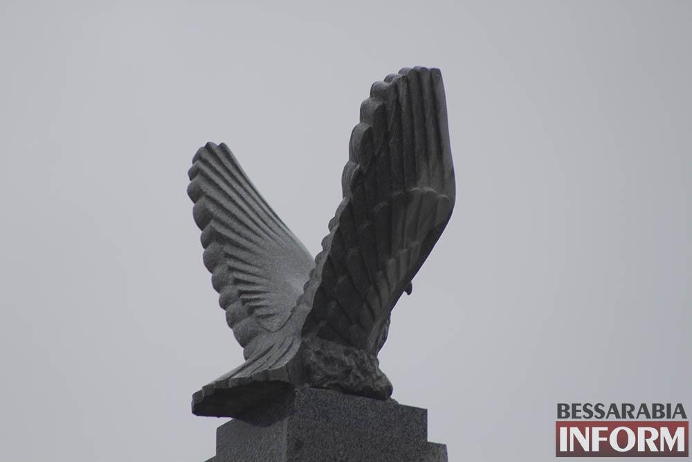 IMG_2808 Измаил: знаменитую скульптуру Орла вернули на прежнее место