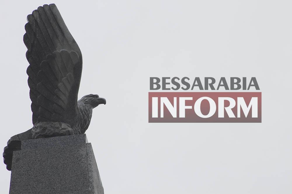 IMG_2815 Измаил: знаменитую скульптуру Орла вернули на прежнее место