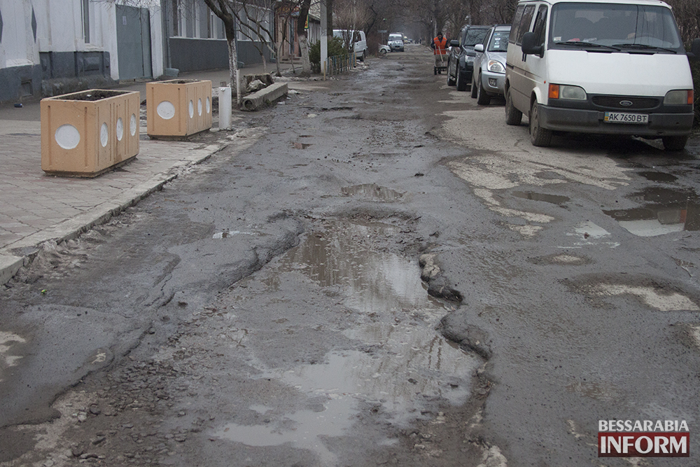Топ - 5  самых разбитых дорог в Измаиле (фото)