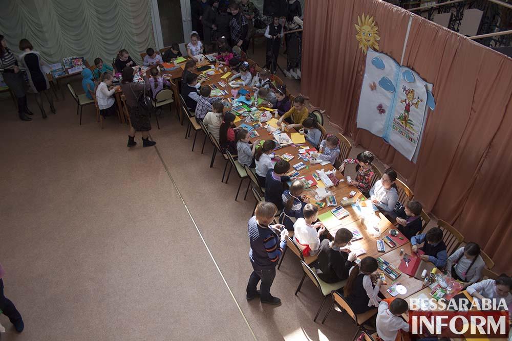 В Измаильской библиотеке школьники создавали пейзажи родного города (фото)