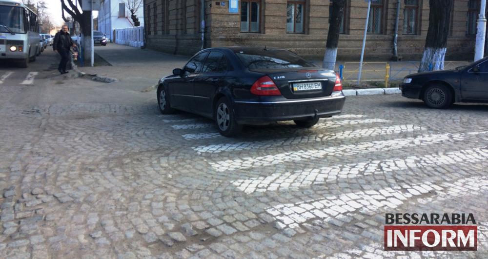 """Обнаглевший водитель """"Мерса"""" в рубрике """"Я паркуюсь как дурак"""" (фото)"""