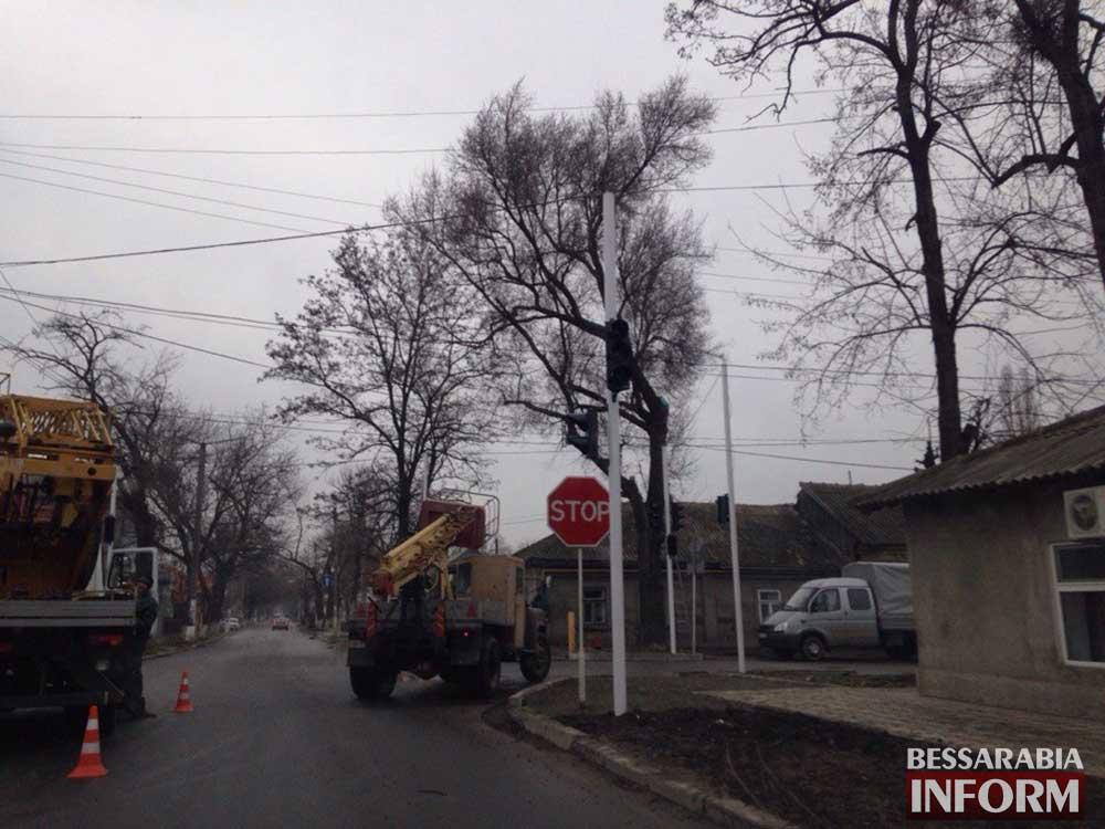 В Измаиле  на проблемном участке устанавливают светофор (фото)