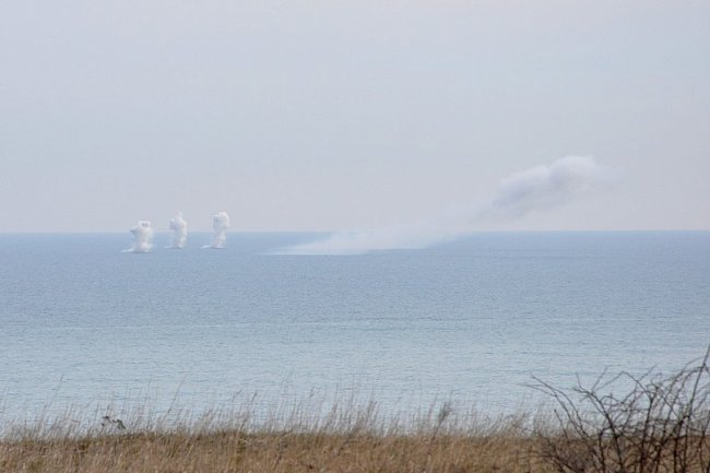 На берегу Черного моря продолжаются учения (фото)